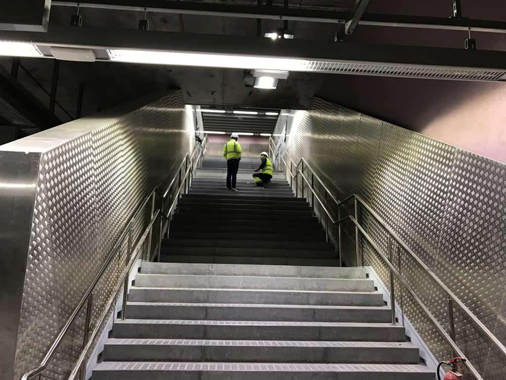 Revestimiento Escaleras con Operarios SABADELL